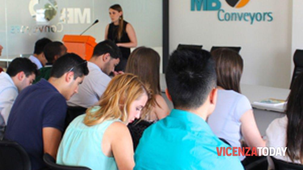 una delegazione della northeastern university in visita a mb conveyors, per studiare l'azienda familiare vicentina-2