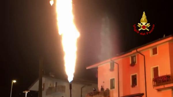 Incendio deposito gas, intervento dei vigili del fuoco