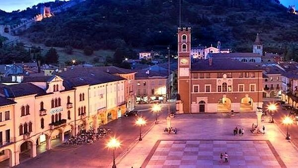 Marostica by night: saldi, musica in vetrina, visite guidate