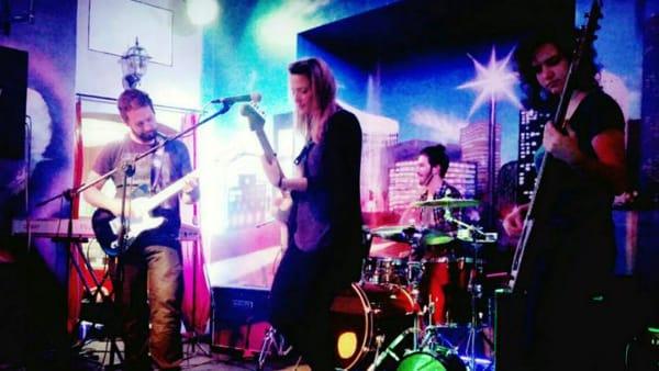"""Spring Festival: festa hippie con il live pop-rock """"The Seabrook"""" al """"Color Cafè"""""""
