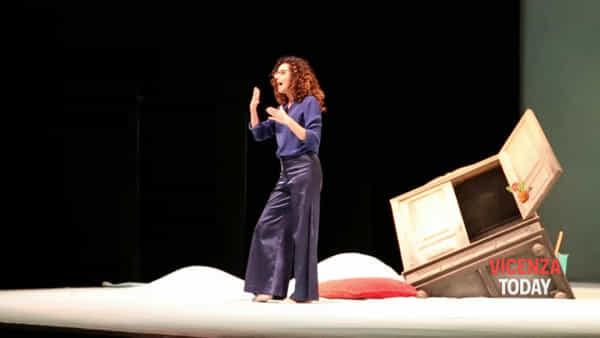 """""""A cosa servono gli uomini...a niente"""" Teresa Mannino al Teatro Comunale di Vicenza"""
