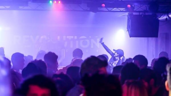 """""""Carnival Party"""": festa in maschera di tendenza al """"Revolution Live Club"""""""