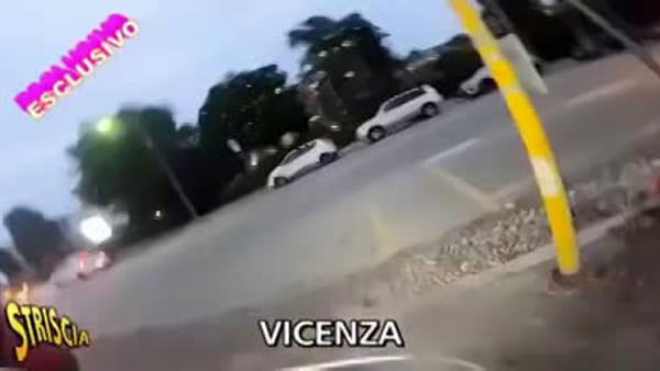 Aggressione a Brumotti: il video di Striscia la Notizia