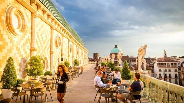 Il bar sulla terrazza della Basilica palladiana: il panorama più bello che c'è