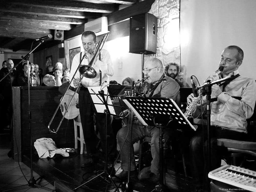 """""""Piccola Orchestra Tienti Saldo Marco Longo"""" (immagini di archivio)"""