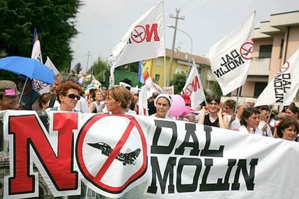 """Manifestazione """"No Dal Molin"""" (immagini di archivio)"""