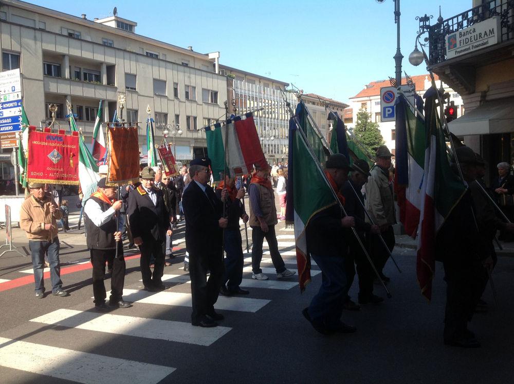 Corteo per la Festa della Liberazione a Schio (immagini di archivio)
