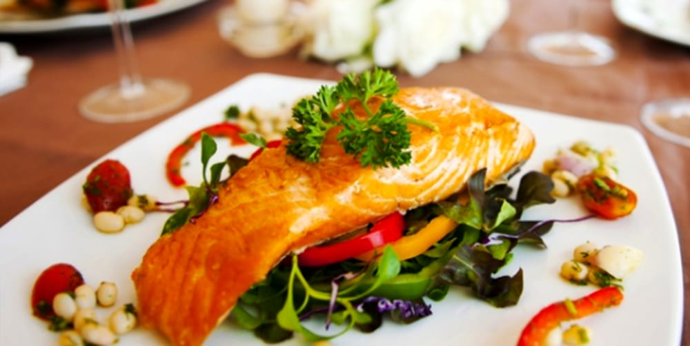 Piatto al salmone (immagini di archivio)