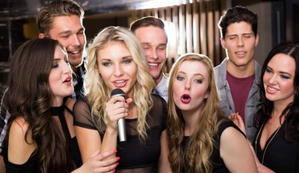Karaoke (immagini di archivio)