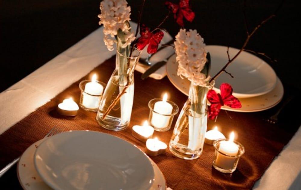 Cena a lume di candela (immagini di archivio)