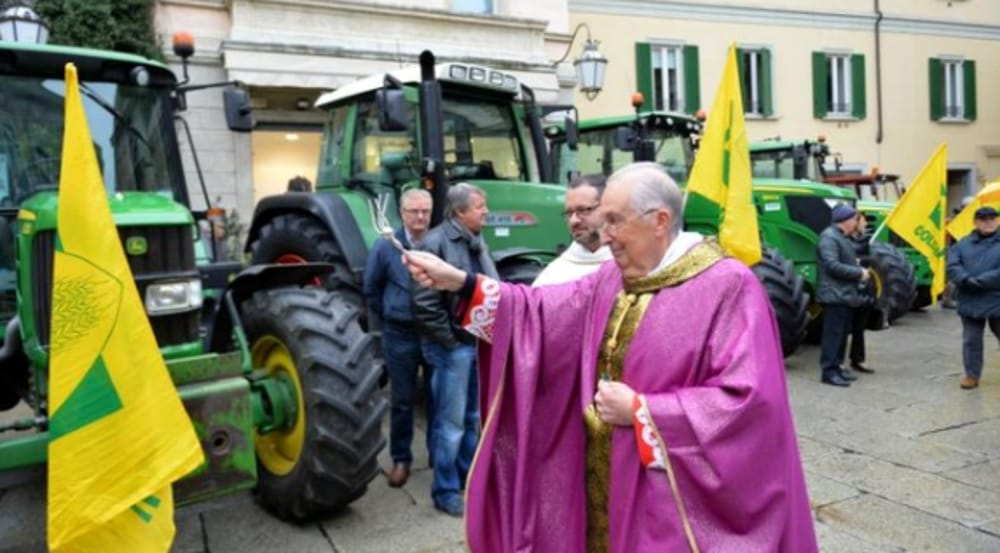 Benedizione trattori e mezzi agricoli (immagini di archivio)
