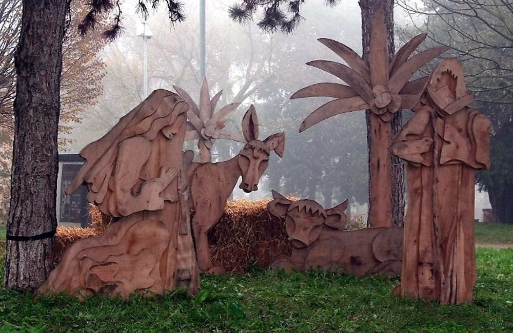 Presepe in legno a grandezza naturale (immagini di archivio)