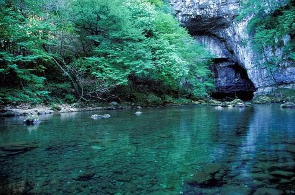 Grotte di Oliero (immagini di archivio)